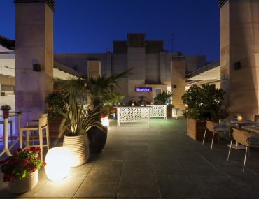 Blue Moon terraza al aire libre Rafaelhoteles Madrid Norte Alcobendas