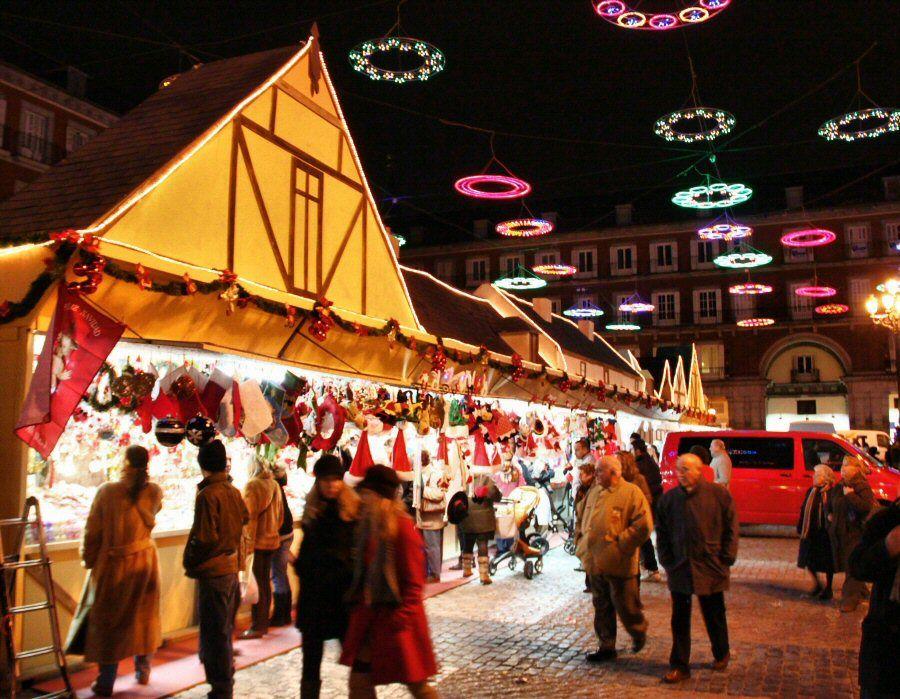 Qué hacer en Madrid el puente de diciembre - mercadillo de Navidad en la Plaza Mayor
